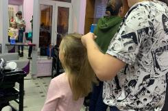 Наши девочки учатся парикмахерскому мастерству!! Индустрия красоты!! Профориентация 01.12.2019